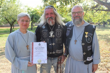 von links Sr. Chiara, Dr. Thomas Draxler, Br. Dr. Alberto Onofri (© fgb-Aschaffenburg).JPG